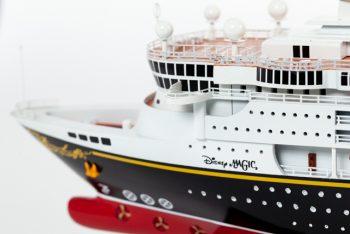Maquette de collection montée du paquebot de croisière Disney Magic (80 cm), gros plan du poste de pilotage