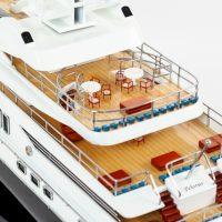 Maquette de collection montée du yacht Pelorus (90 cm), gros plan des ponts arrières