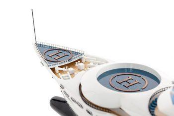 Maquette de collection montée du yacht Pelorus (90 cm), vue supérieure de l'étrave