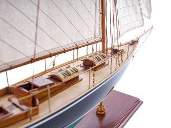 Maquette d'exposition entièrement montée – Mistral Maquettes - Pen Duick (75 cm), vue tribord latérale