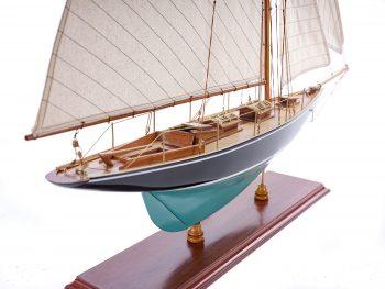 Maquette d'exposition entièrement montée – Mistral Maquettes - Pen Duick (75 cm), vue d'ensemble tribord arrière