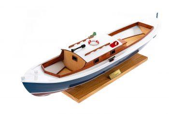 Maquette d'exposition entièrement montée – Mistral Maquettes – Pinasse du bassin d'arcachon (1/20 ème - 53 cm) - vue plongeante babord