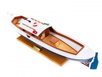 Maquette d'exposition entièrement montée – Mistral Maquettes – Pinasse du bassin d'arcachon (1/20 ème - 53 cm) - vue plongeante cockpit