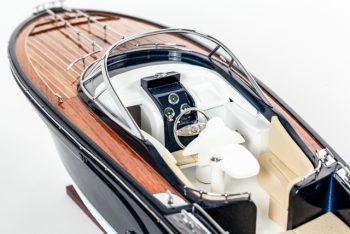 Maquette de collection montée du canot à moteur Rivarama (70 cm), vue détaillée du cockpit