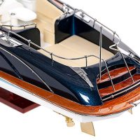 Maquette de collection montée du canot à moteur Rivarama (70 cm), gros plan sur la plage arrière