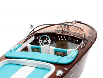 """Maquette en bois entièrement montée - Mistral Maquettes - Runabout """"Aqua"""" bleu - 90 cm - vue arrière tribord cockpit"""