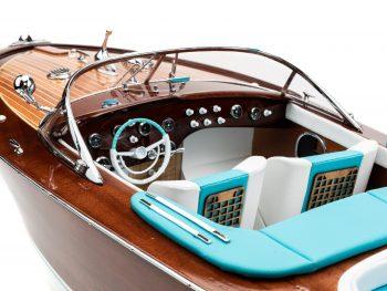 """Maquette en bois entièrement montée - Mistral Maquettes - Runabout """"Aqua"""" bleu - 90 cm - vue bâbord cockpit"""