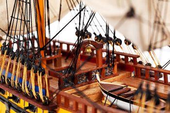 Maquette de collection montée du galion Soleil Royal (80 cm), gros plan sur le chateau arrière