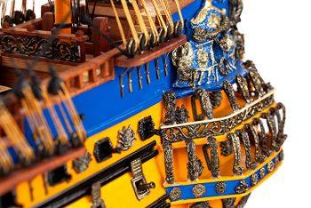 Maquette de collection montée du galion Soleil Royal (80 cm), vue détaillée des décorations de la poupe