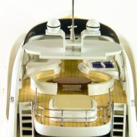 Maquette de collection montée du yacht Sun Glider (90 cm), vue détaillée du pont supérieur