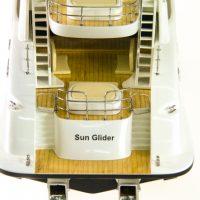 Maquette de collection montée du yacht Sun Glider (90 cm), vue de la plage arrière