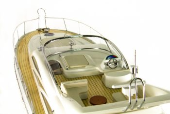 Maquette de collection montée du yacht Sunseeker (88 cm), gros plan du pont supérieur