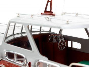 Maquette en bois entièrement montée - Mistral Maquettes – Yacht Thunderbird - 90 cm - Vue bâbord détaillée poste pilotage