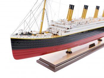 Maquette d'exposition entièrement montée – Mistral Maquettes - paquebot Titanic (101 cm), vue latérale babord de la proue