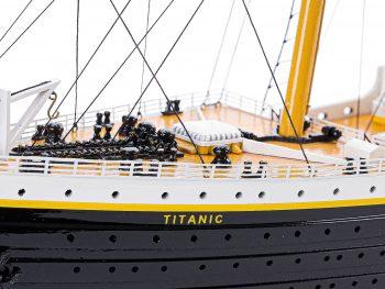 Maquette d'exposition entièrement montée – Mistral Maquettes - paquebot Titanic (101 cm), vue macro proue