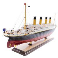 Maquette de collection montée du paquebot Titanic (101 cm), vue latérale poupe tribord