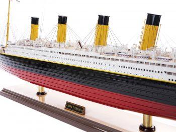 Maquette d'exposition entièrement montée – Mistral Maquettes - paquebot Titanic (101 cm), vue latérale babord