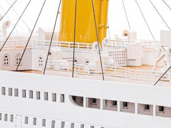 Maquette d'exposition entièrement montée – Mistral Maquettes - paquebot Titanic (101 cm), vue macro babord pont supérieur