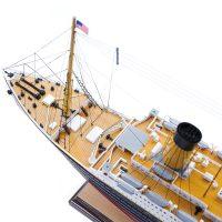 Maquette de collection montée du paquebot Titanic (101 cm), vue plongeante de la proue