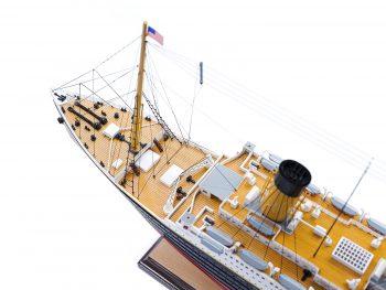 Maquette d'exposition entièrement montée – Mistral Maquettes - paquebot Titanic (101 cm), vue plongeante de la proue