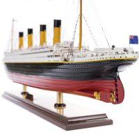 Maquette de collection montée du paquebot Titanic (101 cm), vue babord de la poupe