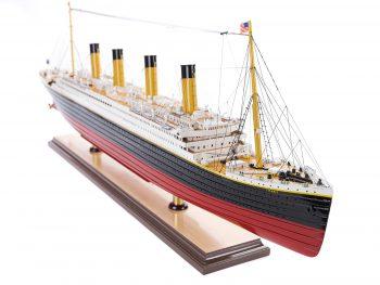 Maquette d'exposition entièrement montée – Mistral Maquettes - paquebot Titanic (101 cm), vue tribord de la proue