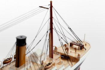 Maquette de collection montée du paquebot Titanic (101 cm), vue détaillée des ponts arrières
