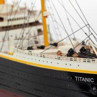 Maquette de collection montée du paquebot Titanic (101 cm), vue tribord de la proue