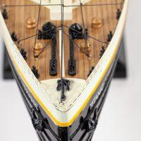 Maquette de collection montée du paquebot Titanic (101 cm), gros plan de la proue