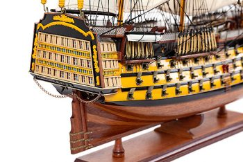 Maquette de collection montée du galion Victory (87 cm), gros plan sur la poupe et la chateau arrière