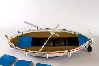 Maquette de collection montée du bateau de pêche Le Pointu (68 cm),vue détaillée du pont et des coffres